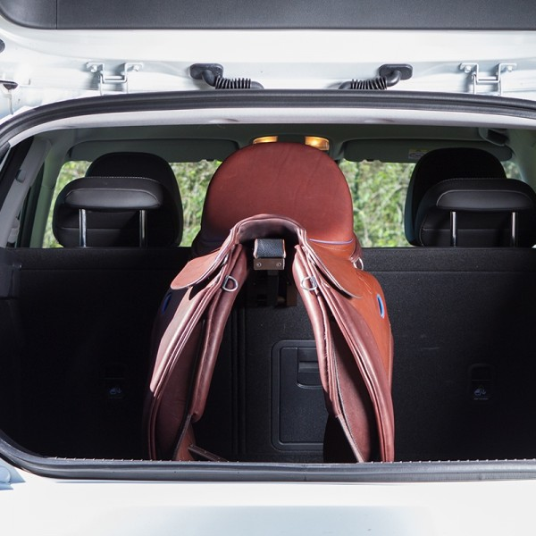 Saddle holder for the car